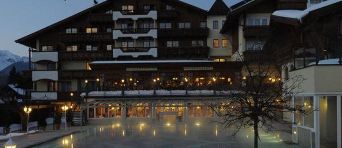 Alpenpark - Nachtaufnahmen im Winter mit Pool