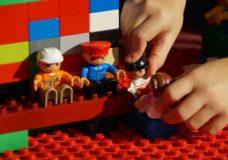 Mit Lego Spielen im Alpenpark
